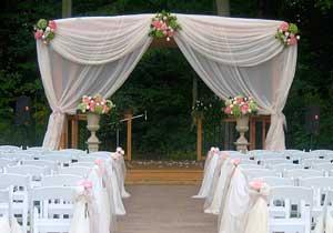 Outdoor wedding ceremonies at Crosswinds Golf & Country Club in Burlington