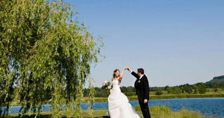 Bride and Groom at Crosswinds Golf & Country Club, Burlington, Ontario