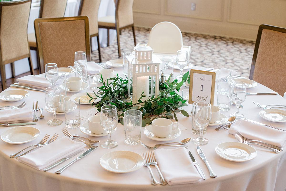 Tasteful decor and colours at Crosswinds wedding reception Burlington