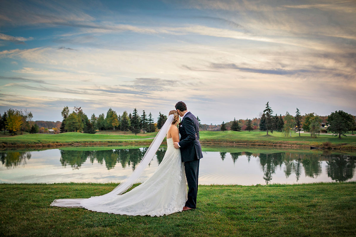 Breathtaking scenery for wedding photography at Crosswinds Burlington