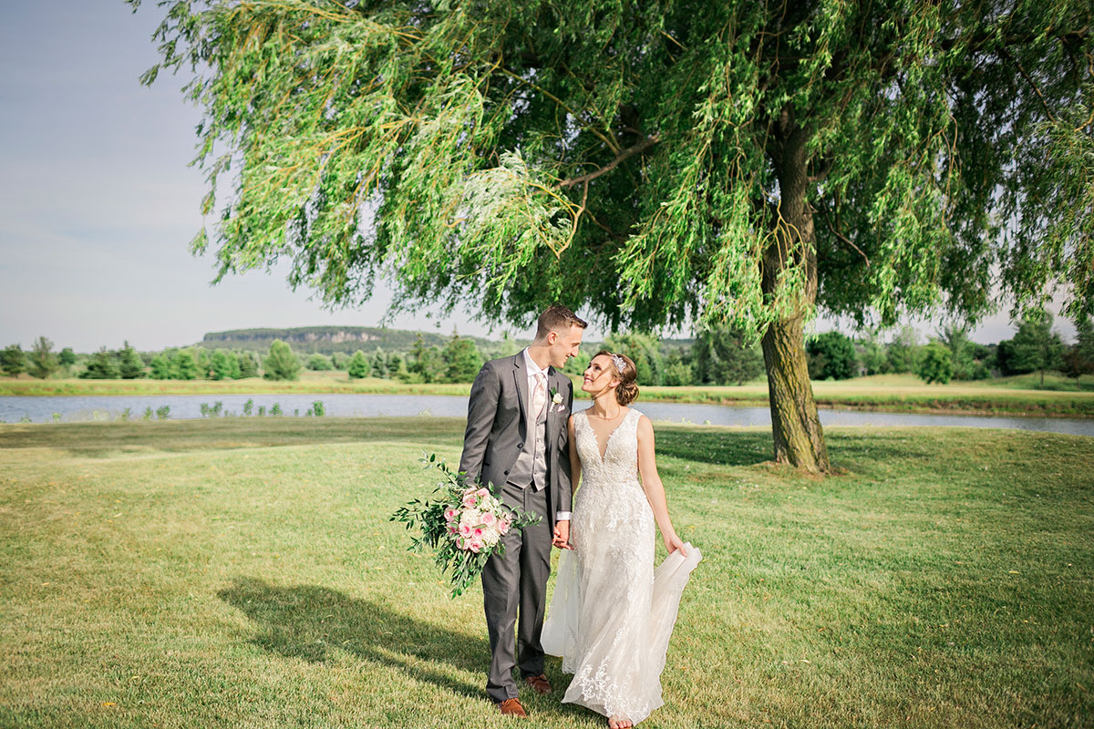 Spectacular outdoor wedding photos at Crosswinds Golf Burlington