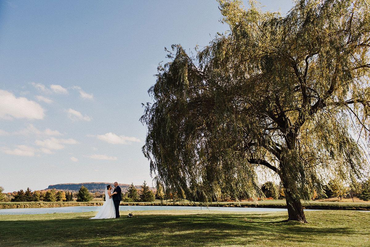 Stunning landscapes for wedding photos at Crosswinds in Burlington